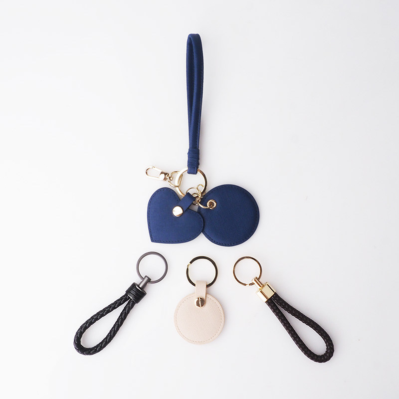 2020 trendy christmas gifts keychain promotional custom leather keyring
